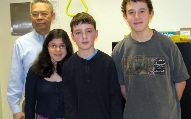 Dr. Arco Jeng with seventh-grade science enrichment students, from left, Arielle Solomon, Ben Soudry, and Eli Esrig. Photo by Robert Wiener