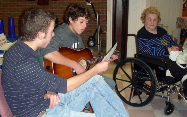 Brian and Michael Dratch of Newtown, Pa., entertain residents of Greenwood House during JCC of Princeton Mercer Bucks' Mitzvah Day.