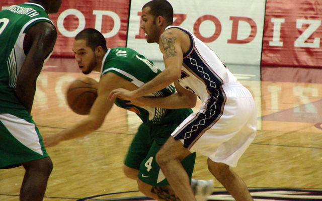 Jordan Farmar, right, made his debut for the NJ Nets in the exhibition game. Photos by Ron Kaplan