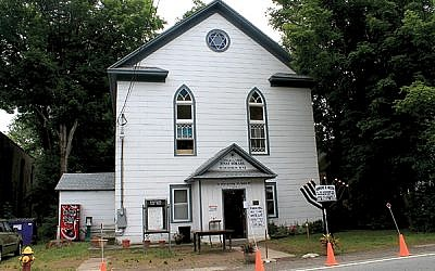 """The Woodbourne Shul on Route 52 was empty and creaking until Rabbi Mordechai Jungreis arrived in 2010 and put up a sign outside, """"Everyone Is Welcome."""" Wikimedia Commons"""