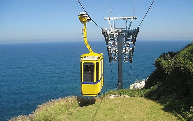 The cable car at Rosh Hanikra. (Photo by Wikimedia Commons)
