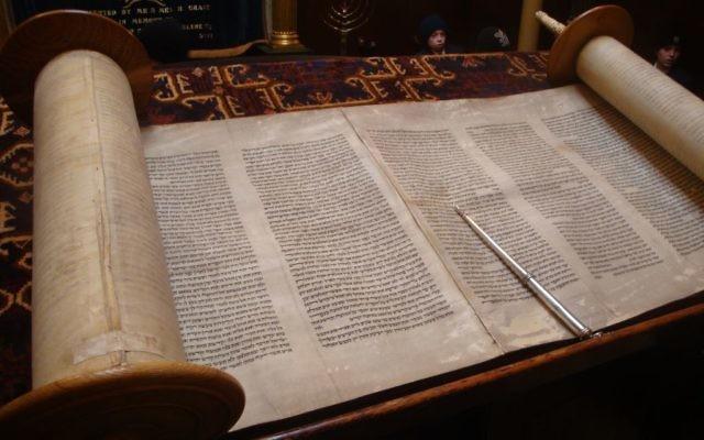 Open-Torah-Scroll-640x400