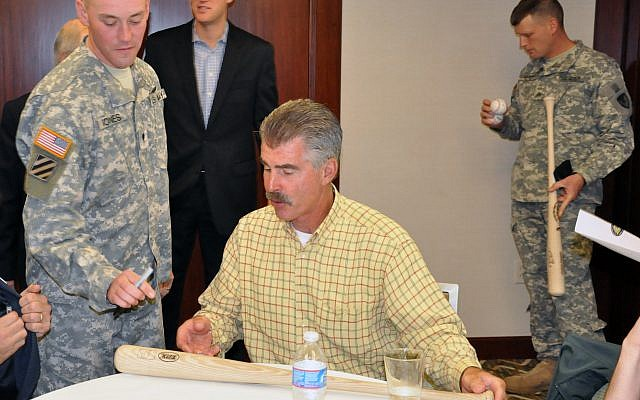 Bill_Buckner_signs_autographs_for_soldiers