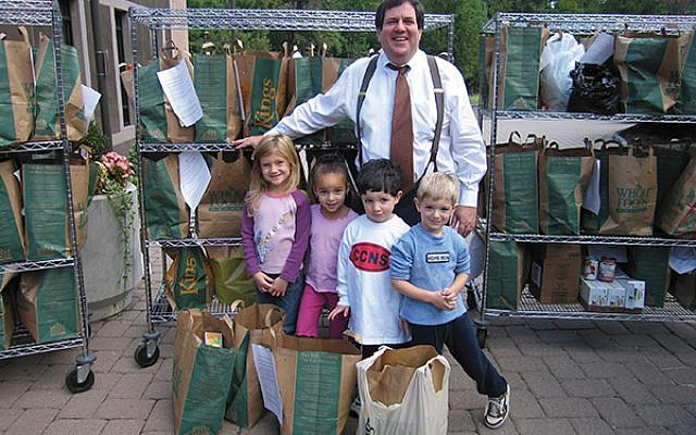 Kulwin with children at a Temple B'nai Abraham food drive in 2006. Photo courtesy Temple B'nai Abraham