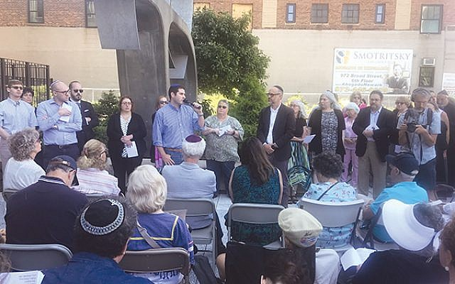 Rabbi Jesse Olitzky of Congregation Beth El in South Orange addresses the crowd in front of the U.S. Immigration and Customs Enforcement (ICE) headquarters in Newark on Tisha b'Av. Photo by Michele Alperin