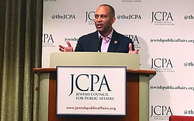 Rep. Hakeem Jeffries addresses the conference at UJA-Federation. Courtesy of JCPA