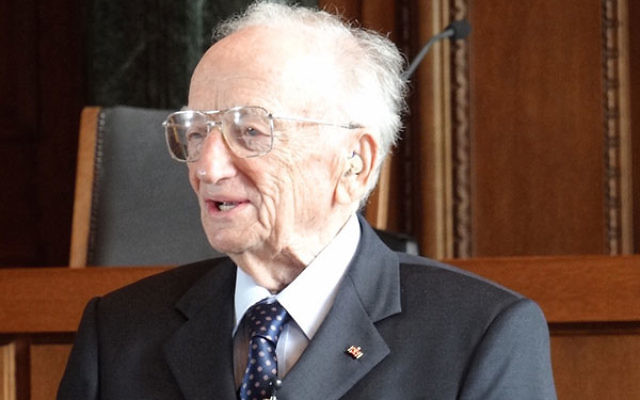 Former Nuremberg trials prosecutor Benjamin Ferencz standing in the courtroom where the trials were held, 2012 (Adam Jones/ Wikimedia Commons, CC BY-SA 3.0).