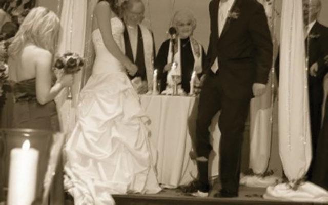 Melissa Renny and Chris Schrader at their wedding in 2008. Photo Courtesy EZ Memories