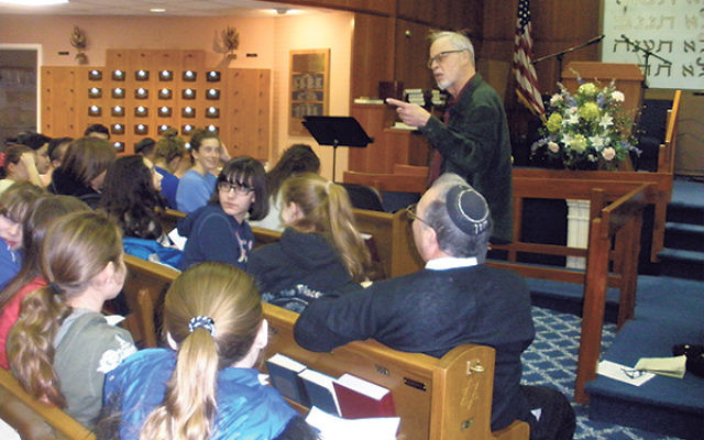 """Danny Siegel, known as the """"mitzva man,"""" told teens there were many small deeds they could do that could change someone's life for the better."""