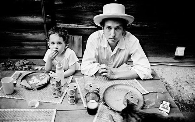 Bob Dylan with his son, Jesse, in Woodstock, NY, 1968.