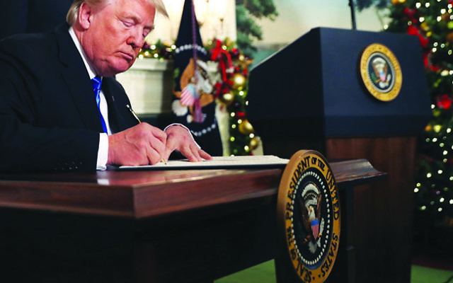 Pres. Trump signs a proclamation in the White House that the U.S. will recognize Jerusalem as the capital of Israel. Photo by Chip Somodevilla/ Getty Images