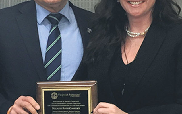 Melanie Roth Gorelick displays the 2016 Len Lieberman Professional of the Year Award she received from the Jewish Federations of North America.