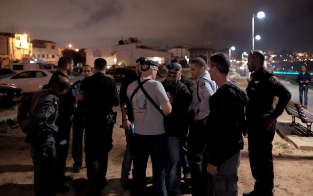 Israeli security and medics at the scene of a stabbing attack where one person was murdered and nine others were wounded in the Jaffa Port, Tel Aviv, March 8, 2016. (Tomer Neuberg/Flash90)