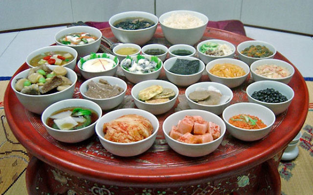 Hanjungsik is a traditional Korean meal with an array of dishes. (Wikimedia Commons)