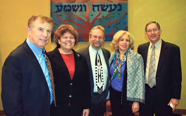 Itamar Marcus, far right, is joined by, from left, Joseph Puder and Ferne Hassan, executive director and associate executive director, respectively, of the Philadelphia office of StandWithUs; Rabbi Robert Wolkoff; and program chair Naomi Vilko.&nbsp