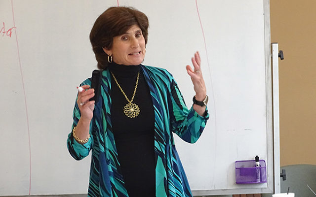 Program Director Bonnie Schechter leads a far-ranging discussion on memory for participants at the Jonathan and Nancy Littman Memory Center in the JCC MetroWest. Photo by Robert Wiener