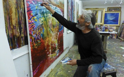 Artist Yoram Raanan at work