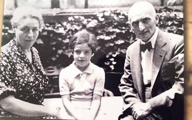 Charlotte Gruenbaum Elwin as a child with her parents, Johanna and Otto Gruenbaum.