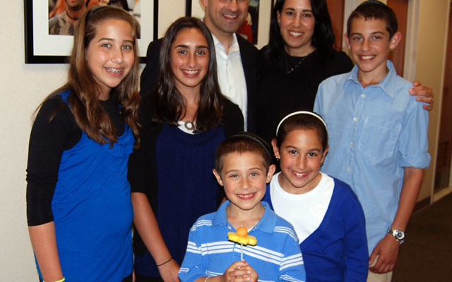 Alex Engel, one of the Volunteers of the Year, at the JFS annual meeting with his wife, Abby, and their children, from left, Rena, Tova, Dovid, Mindy, and Bentzi. Photos by Elaine Durbach