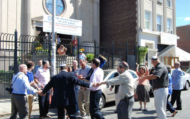Rabbi Simon Rosenbach leads congregants in dancing outside Ahavas Sholom in Newark to welcome the arrival of the Torah scroll donated by members of Temple Beth Ahm Yisrael in Springfield. Photos by Elaine Durbach