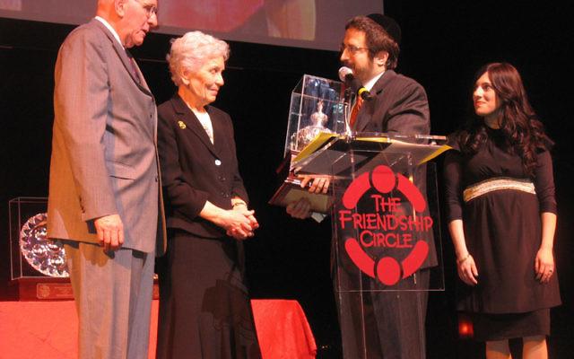 Jerry and Paula Gottesman, left, receive a Keter Torah award from Rabbi Zalman and Toba Grossbaum, directors of the Friendship Circle. Photo by Johanna Ginsberg