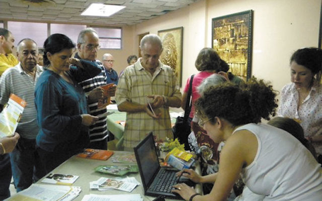 Drew University students register participants for a diabetes workshop at Adath Israel, an Orthodox shul in Havana. Photos courtesy Jonathan Golden