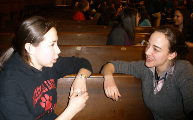 Rutgers junior Lana Voskoboynik, left, studies with her mentor, Channah Yudkowsky, during a Rutgers Jewish Xperience study session.