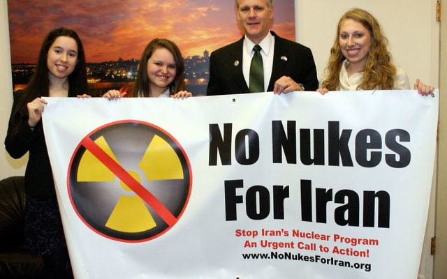 Presenting Ambassador Michael Oren with a No Nukes for Iran banner are, from left, Michelle Bauer, Marisa Blackburn, and Danielle Flaum.