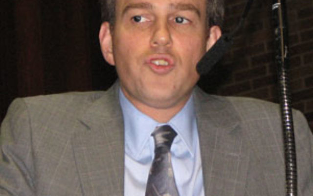 """Wall Street Journal """"Global Affairs"""" columnist Bret Stephens spoke at Temple B'nai Jeshurun on Oct. 1 at a forum cosponsored by American Jewish Committee."""