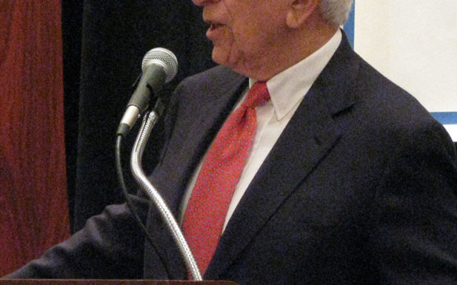 Sen. Frank Lautenberg addresses the National Jewish Democratic Council in October 2008.