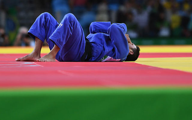 Sagi Muki reacting after being defeated by Lasha Shavdatuashvili of Georgia in the Men's -73 kg contest for a bronze medal at the Rio 2016 Olympic Games at Carioca Arena 2 in Rio de Janeiro, Aug. 8, 2016. (David Ramos/Getty Images)