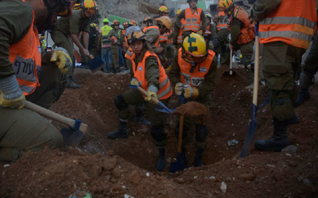 Rescue personnel digging in the search for missing workers at a construction site collapse in Tel Aviv, Sept. 5, 2016. (IDF Spokesperson's Unit)