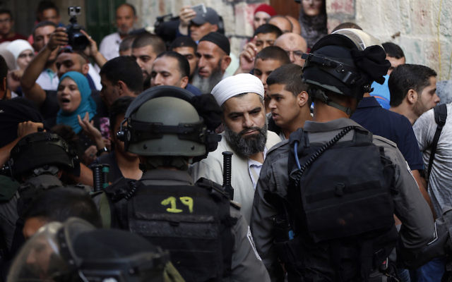Israeli police blocking Palestinian worshippers and protesters in the Old City of Jerusalem during riots in and around the Al Aqsa Mosque compound, Sept. 13, 2015. (Flash90)