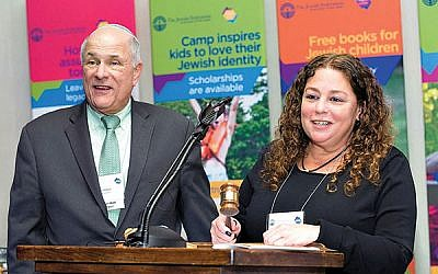 Outgoing federation president Jeffrey Schwartz turns the reins over to his successor, Cheryl Markbreiter. Photos courtesy The Jewish Federation in the Heart of NJ