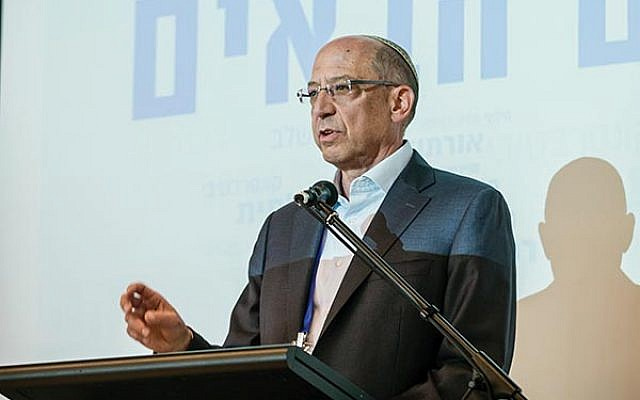 Bill Lipsey addresses the first Honey Foundation Conference last month in Tel Aviv.  Photos by Herschel Gutman