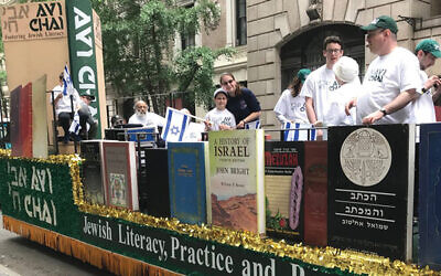"""An Avi Chai float at the Celebrate Israel Parade. """"[The foundation] focused sharply on Jewish literacy,"""" an observer says."""