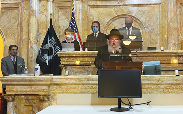 Rabbi Mordechai Kanelsky delivers the invocation. (Courtesy Bris Avrohom)