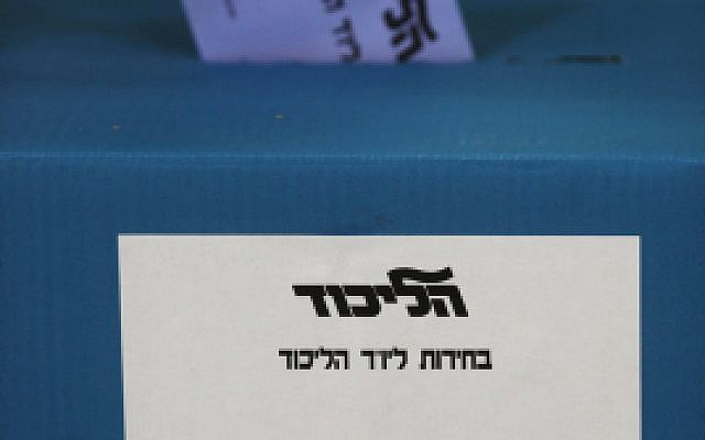 A Likud member casts his vote in the party primaries, in Jerusalem, on January 31, 2012. (Photo by Kobi Gideon / Flash90)