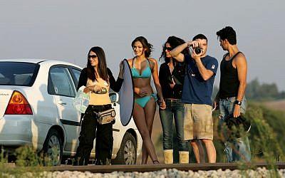 Israeli teenagers at a beach (Photo by Moshe Shai/Flash90)