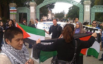 Illustrative photo of Pro-Palestinian and pro-Israel demonstrators at an Apartheid Week event at the University of California, Berkeley, in February 2012. (photo credit: CC-BY James Buck, Flickr)