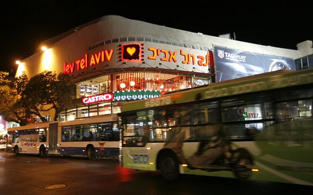 Buses near Dizengoff Center in Tel Aviv (photo credit Miriam Alster/Flash90)