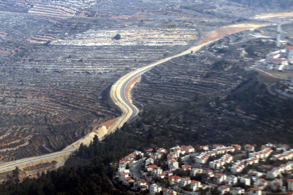The security barrier running through the hills near Jerusalem (Yossi Zamir/Flash90)