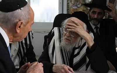 Rabbi Yosef Shalom Elyashiv, right, with President Shimon Peres on in 2009.(photo credit: Yosef Avi Yair Angel / POOL /Flash90)
