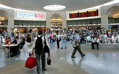 Ben Gurion airport's Duty-Free mall (Moshe Shai/Flash90)