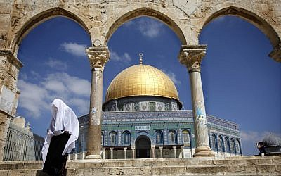 A Muslim woman at the Dome of the Rock in Jerusalem (photo credit: Miriam Alster/Flash90)