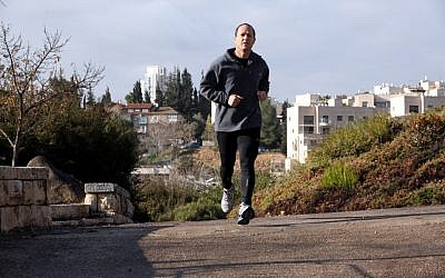 Running the city. Barkat participates in a 10 km. race. (Yossi Zamir/Flash 90)