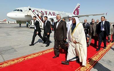 Hamas head Ismail Haniyeh, left, with Bahraini King Hamad bin Isa Al Khalifa meeting in Bahrain, February 2012 (Mohammed Al-Ostaz/Flash 90)
