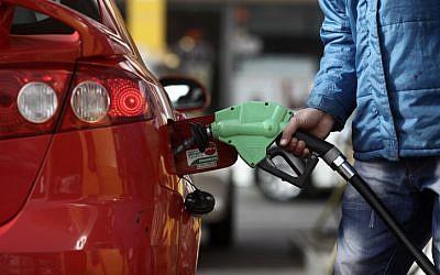 Illustrative photo: filling up at an Israeli gas station. (photo credit: Kobi Gideon/Flash90)
