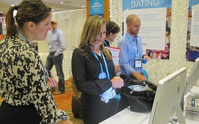 Meara Razon (far left) showing the Jspace website to attendees at the General Assembly of Jewish Federations in Denver in November. (Photo credit: JSpace)