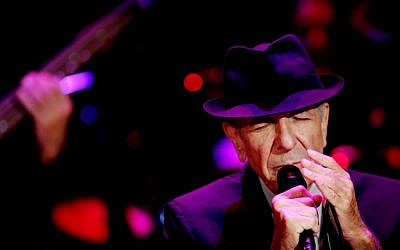 File: Singer Leonard Cohen during a concert in Ramat Gan on September 24, 2009 (Marko/Flash90)